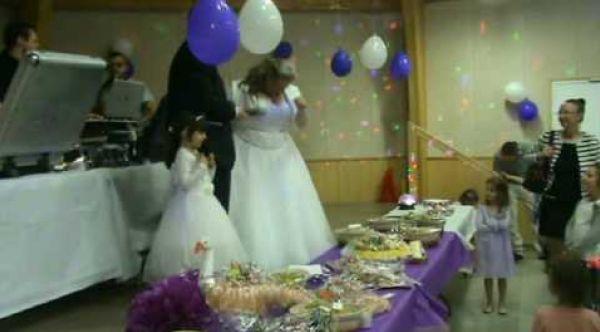 Entrée des mariés avec petit pont des invités (idée d'animation)