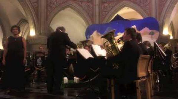 Marie Najma Thomas avec le Brassband Arquebuse Genève