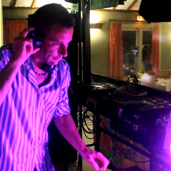 DJ Den's